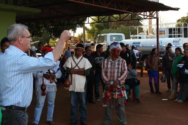 Geraldo Resende, que intermediou a perfuração dos poços, acompanhou a chegada de máquinas. - Crédito: Foto: Hedio Fazan