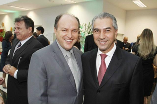 Deputado estadual Júnior Mochi e o governador Reinaldo Azambuja são amigos de longa data. - Crédito: Foto: Divulgação
