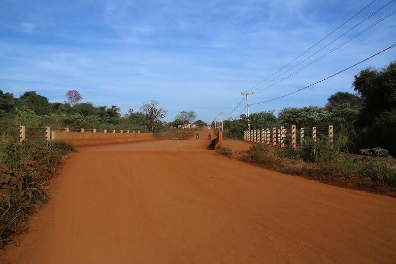 Murilo abriu rua, fez ponte e agora vai asfaltá-la; via que liga a Via Parque ao residencial Estrela Porã garante acesso fácil para a população Foto: A. Frota -