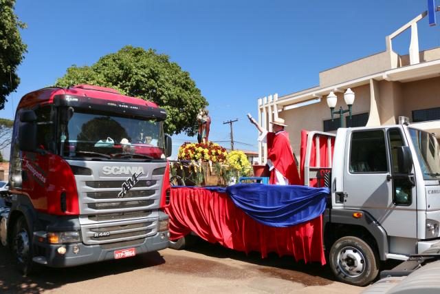 Mais de dois mil carros e motos acompanharam o cortejo em comemoração a São Cristóvão. - Crédito: Foto: Eliel Oliveira