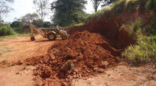 Polícia Militar Ambiental autua dono de sítio por extração de cascalho e aterro ilegalmente -