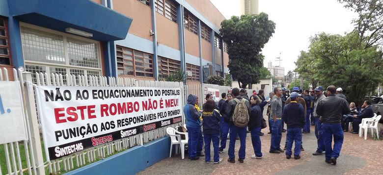 Trabalhadores dos Correios lançam campanha salarial em ato público -