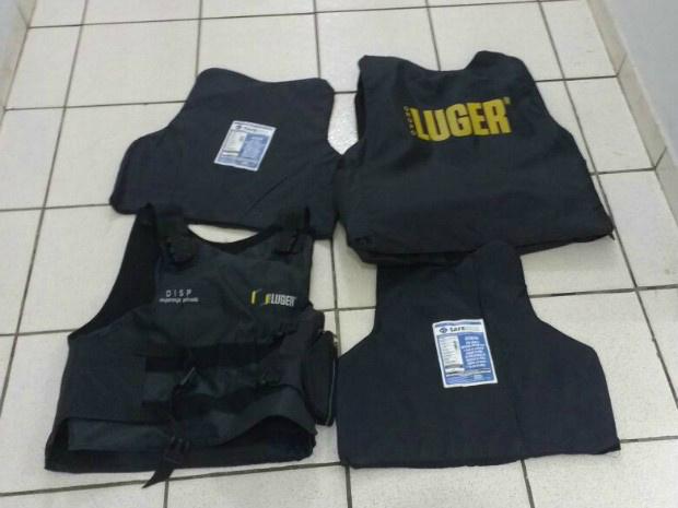 Coletes à prova de bala foram furtados de agências dos Correios - Crédito: Foto: Polícia Civil/ Divulgação