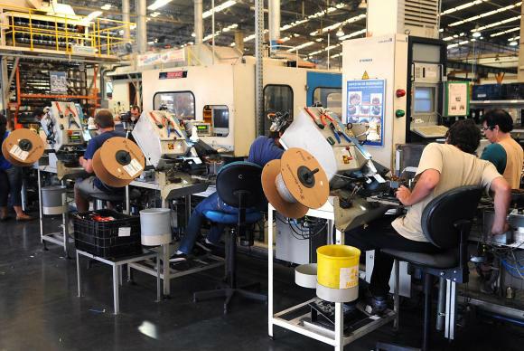 Segundo dados da Pesquisa Industrial Mensal – Produção Física, do IBGE, a produção teve queda de 6% na comparação com junho do ano passado  -