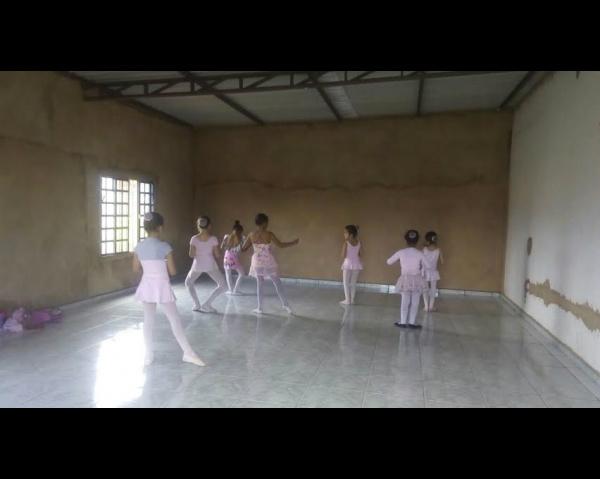 Projeto alcança crianças através do Projeto Baby Ballet na Vila Áurea. - Crédito: Foto: Divulgação