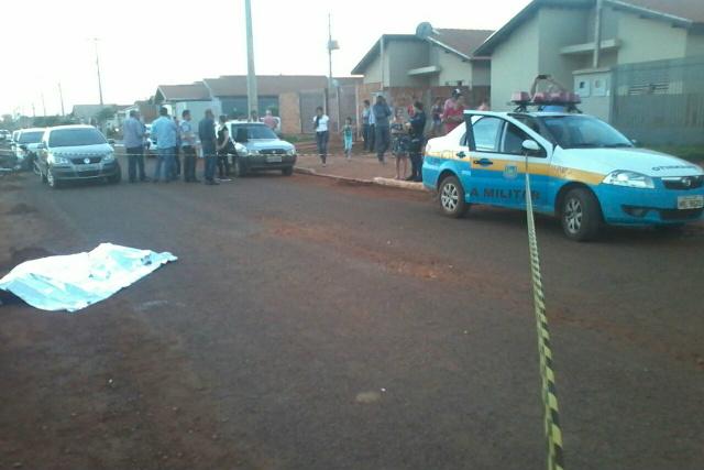 Polícia isolou a área após o ocorrido e investiga motivo da execução. - Crédito: Foto: Cido Costa/Dourados Agora
