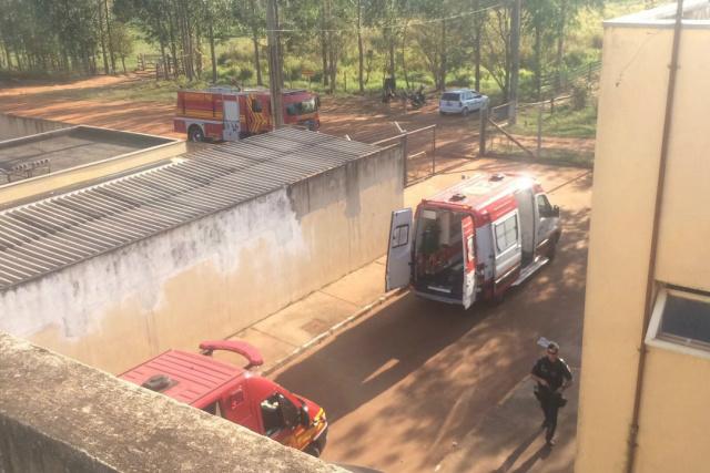 Bombeiros e Samu fizeram o atendimento às vítimas do motim. - Crédito: Foto: Divulgação