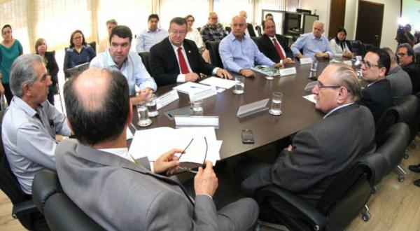 Governador e autoridades durante divulgação do resultado do censo no MS. - Crédito: Fotos: Chico Ribeiro
