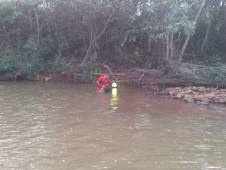 Corpo de Bombeiros durante resgate do adolescente em Vicentina - Crédito: Vicentina Online