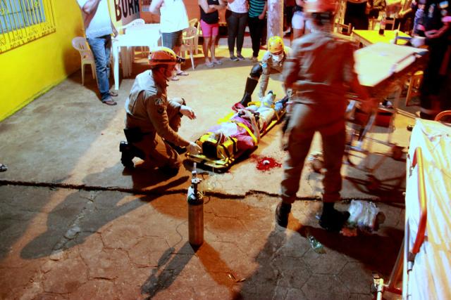No domingo, homem de 26 anos estava em um bar quando um homem passou e efetuou vários disparos. - Crédito: Foto: Cido Costa/Dourados Agora