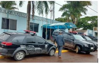 A polícia durante operação da Prefeitura Municipal - Crédito: Viviane Oliveira