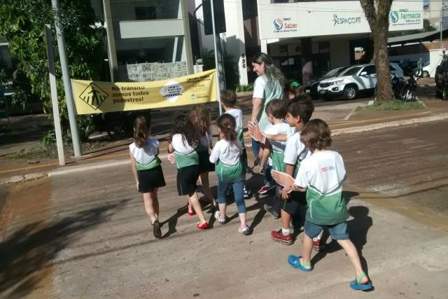 Escola Erasmo Braga fez parceria com a Agetran e alunos aprendem a se comportar no trânsito. - Crédito: Foto: Divulgação