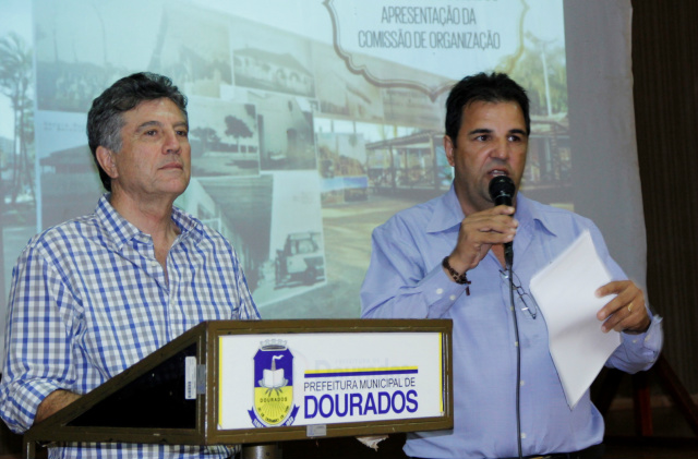 Prefeito Murilo e Rozemar Mattos,   do Procon, durante lançamento. - Crédito: Foto: A. Frota