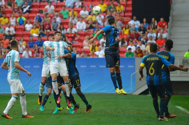 Equipes masculinas do futebol olímpico da Argentina e Honduras jogam no Estádio Mané Garrincha. - Crédito: Foto: Divulgação