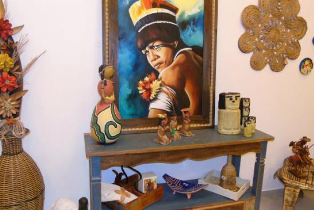 Funtrab promove exposição e comercialização de trabalhos artesanais referente ao Dia dos Pais -