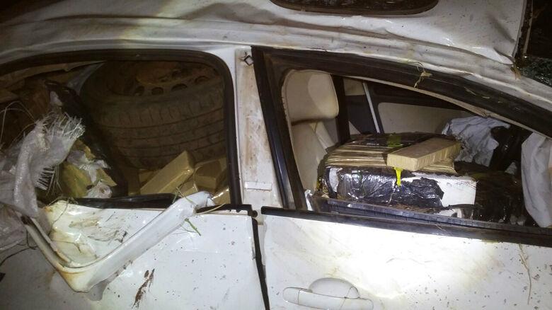 A droga estava dentro do veículo, roubado em Goiás - Crédito: Divulgação