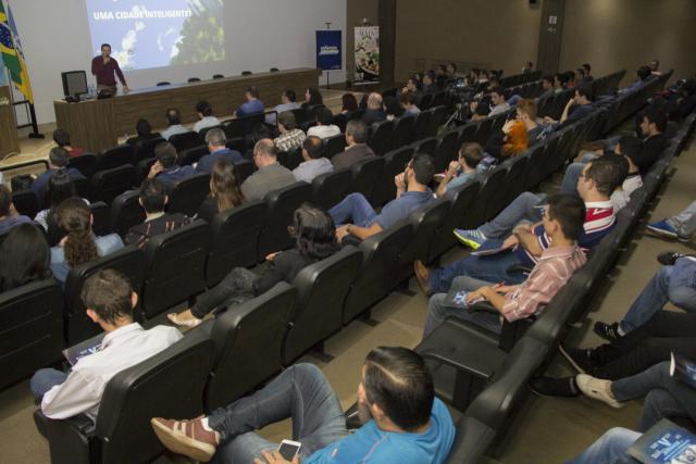 Evento reuniu acadêmicos e profissionais para debater tecnologias da informação. -