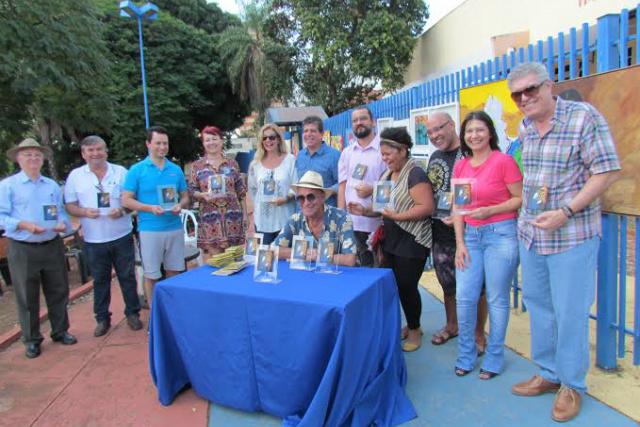 Os homenageados com o troféu Mona-Lídia por apoio à arte e à cultura na Capital e no MS. - Crédito: Foto: Elvio Lopes