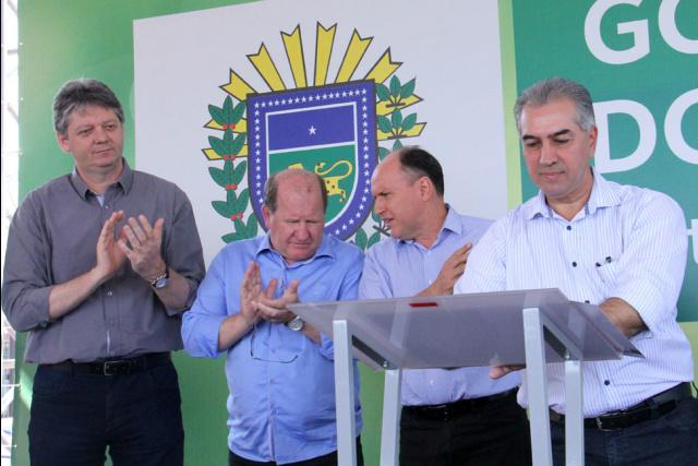 Governador Reinaldo Azambuja assina ordem de serviço para pavimentação do Polo Industrial Norte. - Crédito: Foto: Chico Ribeiro