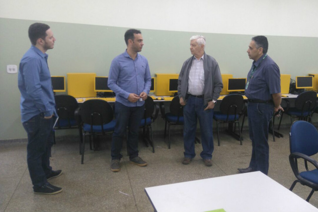 Visita técnica do professor Pedro Demo a Dourados para implantação do ensino integral. - Crédito: Foto: Divulgação