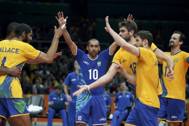 Jogadores do Brasil comemoram: derrota eliminaria a Seleção da Olimpíada - Crédito: Foto: REUTERS/Edgard Garrido