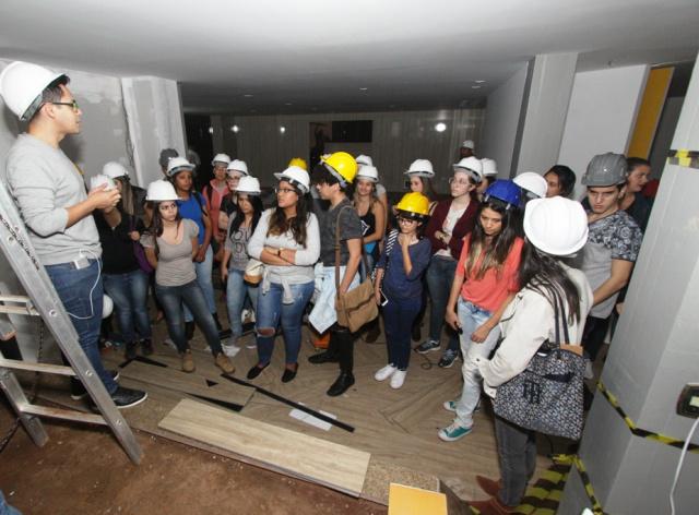 Acadêmicos de universidades da Capital conheceram as obras dos ambientes da Casa Cor MS. - Crédito: Foto: Divulgação