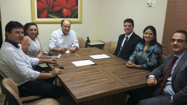 Membros da OAB e autoridades em reuniões com o presidente da AL/MS, e com o presidente do TJ/MS. - Crédito: Foto: Divulgação