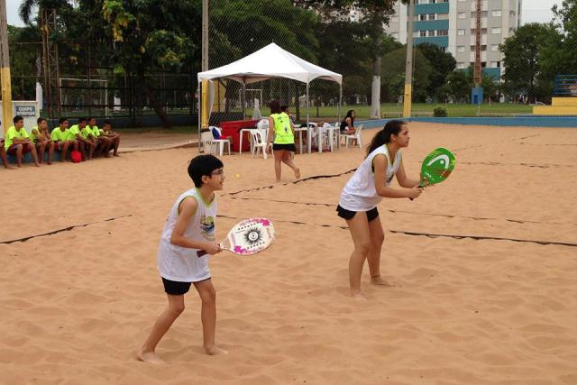 Super Torneio de Beach Tennis começa nesta quinta com 136 duplas -