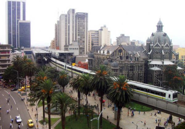 Homem cai do 11º andar na Colômbia e escapa sem lesões -