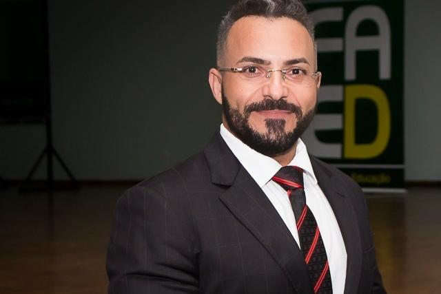 """Professor Miguel Gomes Filho é  Doutor e mestre em Educação pela UFMS e autor do livro """" - Crédito: Homo"""