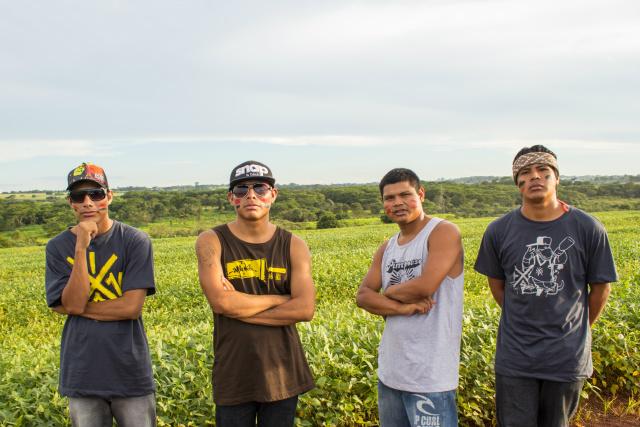 Grupo de rap Brô MC's é formado pelos jovens indígenas Bruno Veron, Clemerson Batista, Charlie Peixoto, Kelvin Peixoto e da backing vocal Dani Muniz. - Crédito: Foto: Divulgação