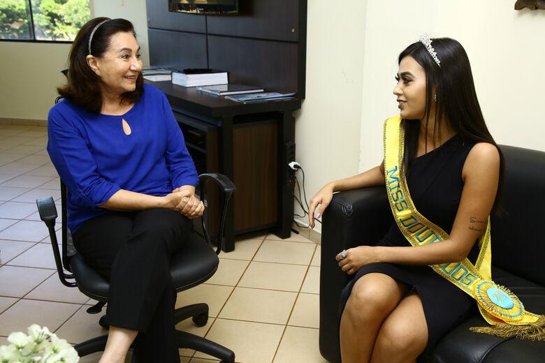 Isabela Pareja Guerra visitou o gabinete da prefeita e conversou com Délia Razuk, de quem buscou aprovação e apoio para a participação no evento cultural estadual -