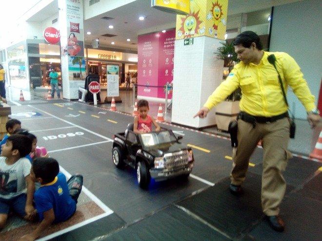 Mini Cidade no shopping é ação educativa da Agetran para as crianças de primeiro ano da Rede Municipal de Ensino -