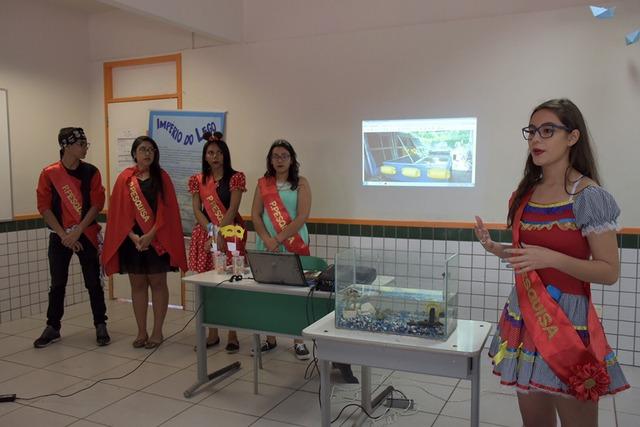 Os alunos participantes são premiados com medalhas. - Crédito: Foto: Divulgação