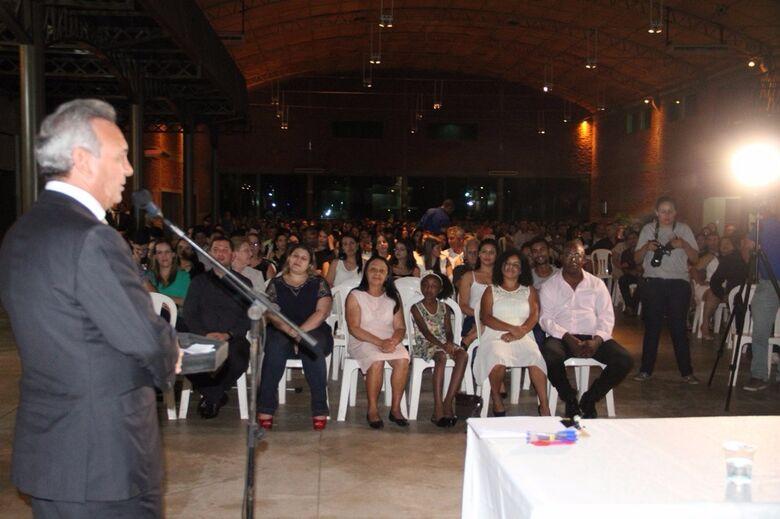 Prefeito fala em bênção ecumênica. O evento foi realizado no salão Arena Coliseu -
