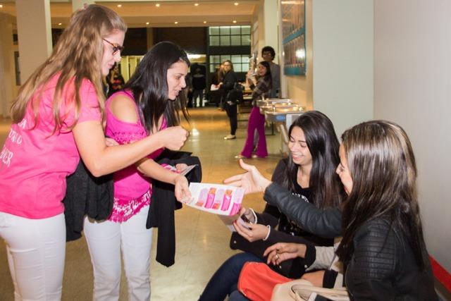 Acadêmicos na Unigran fazem intervenção no Outubro Rosa - Crédito: Foto: divulgação