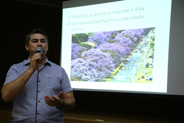 Profissionais ligados à área de paisagismo e jardinagem participaram de seminário, no auditório da prefeitura - Crédito: Foto: A.Frota