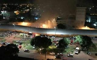 Barracas são destruídas por incêndio no Centro Comercial de Pedro Juan Caballero - Crédito: Foto: Campo Grande News