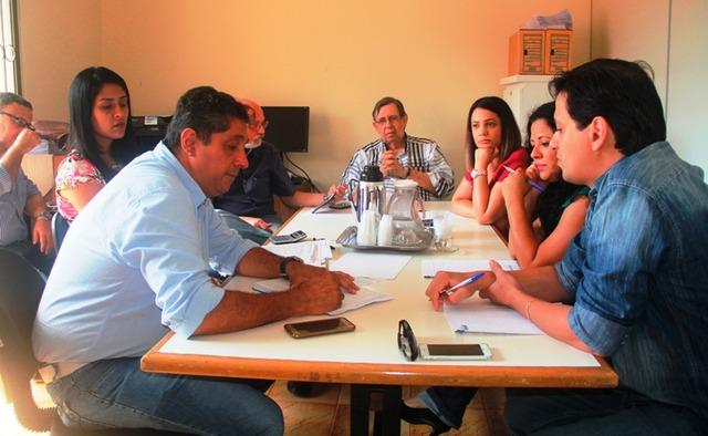 Reunião na Funsaud, na manhã desta quinta, discutiu o direcionamento do recurso disponibilizado pela administração municipal - Foto: divulgação -