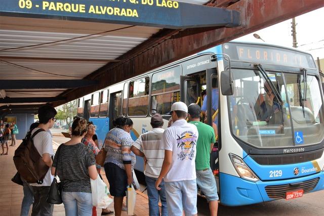 Tarifa do ônibus pode subir 22% em Dourados; população reclama - Crédito: Foto: Hédio Fazan
