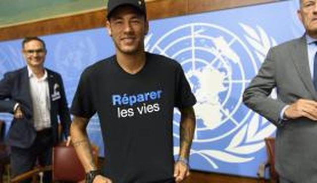 Emery diz que Neymar pode voltar a jogar pelo PSG ainda nesta temporada europeia - Crédito: Foto:Arquivo/Laurent Gillieron/Agência Lusa
