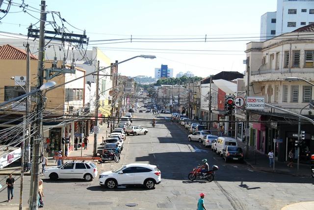 Rua 14 de Julho, com visão a partir da esquina com Antonio Maria Coelho, vai receber intervenções e melhorias - MARLON GANASSIN   -