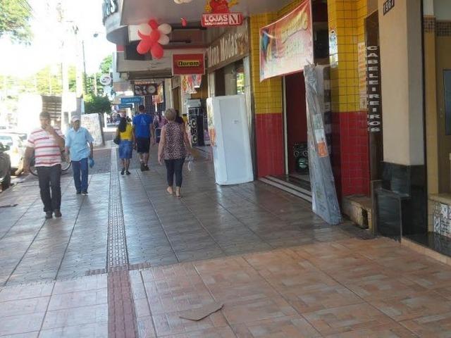 Comércio de Dourados fecha as portas em apoio aos caminhoneiros -