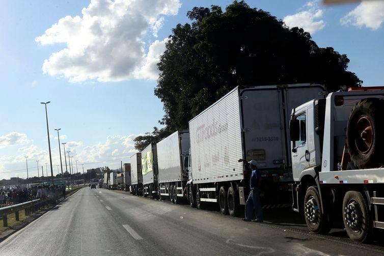 Com greve dos caminhoneiros, mercadorias não chegam aos portos e afetam exportações brasileiros, segundo associação - Crédito: Valter Campanato/Agência Brasil