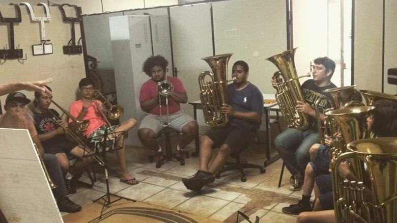 Secretaria de Cultura mantém projetos na área musical para adultos e crianças -