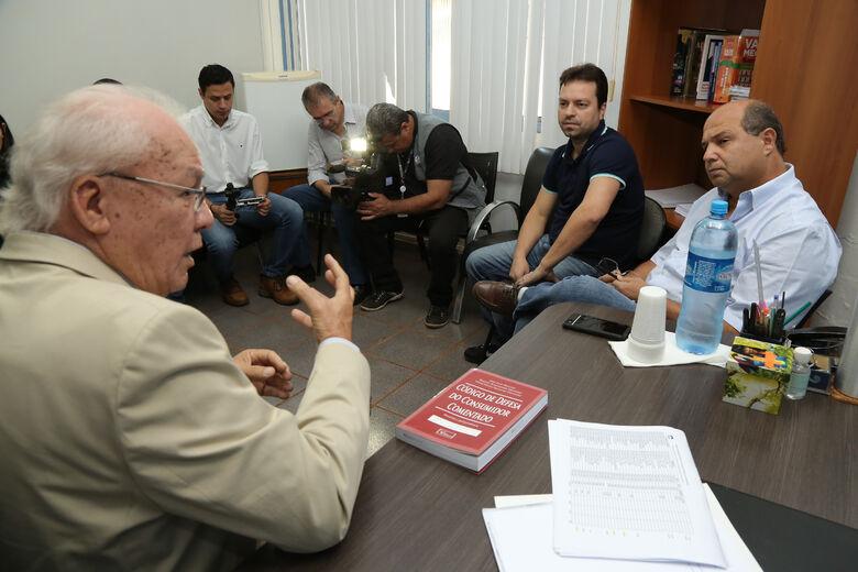 foto – A. Frota Diretor do Procon em Dourados, Mário Cerveira, se reuniu com representantes do Sinpetro-MS -