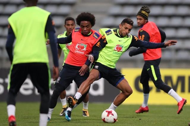 Seleção viaja de trem para Liverpool preocupada com segurança de Coutinho -