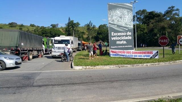 Caminhoneiros já estariam se concentrando em Brasilia para iniciar uma nova paralisação na segunda-feira. - Crédito: Foto: divulgação