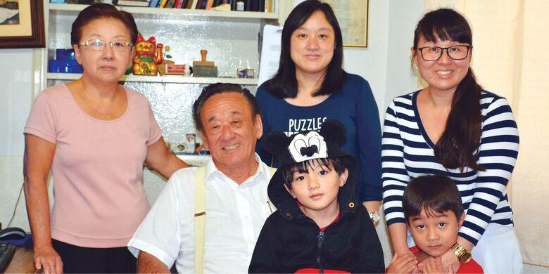 Simpática família Kamimura: Yeka, Walter, Erik, Layza, Lucas e Caio, proprietários da Imobiliária que tem o sobrenome familiar Kamimura -