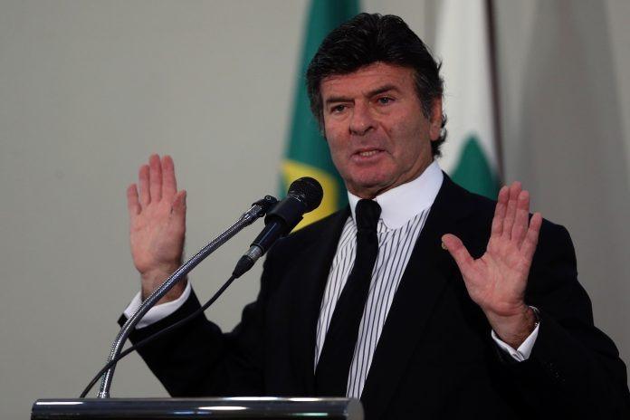 Notícias falsas podem colocar eleições em risco, diz presidente do TSE -